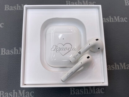 Гравировка на наушниках Apple AirPods